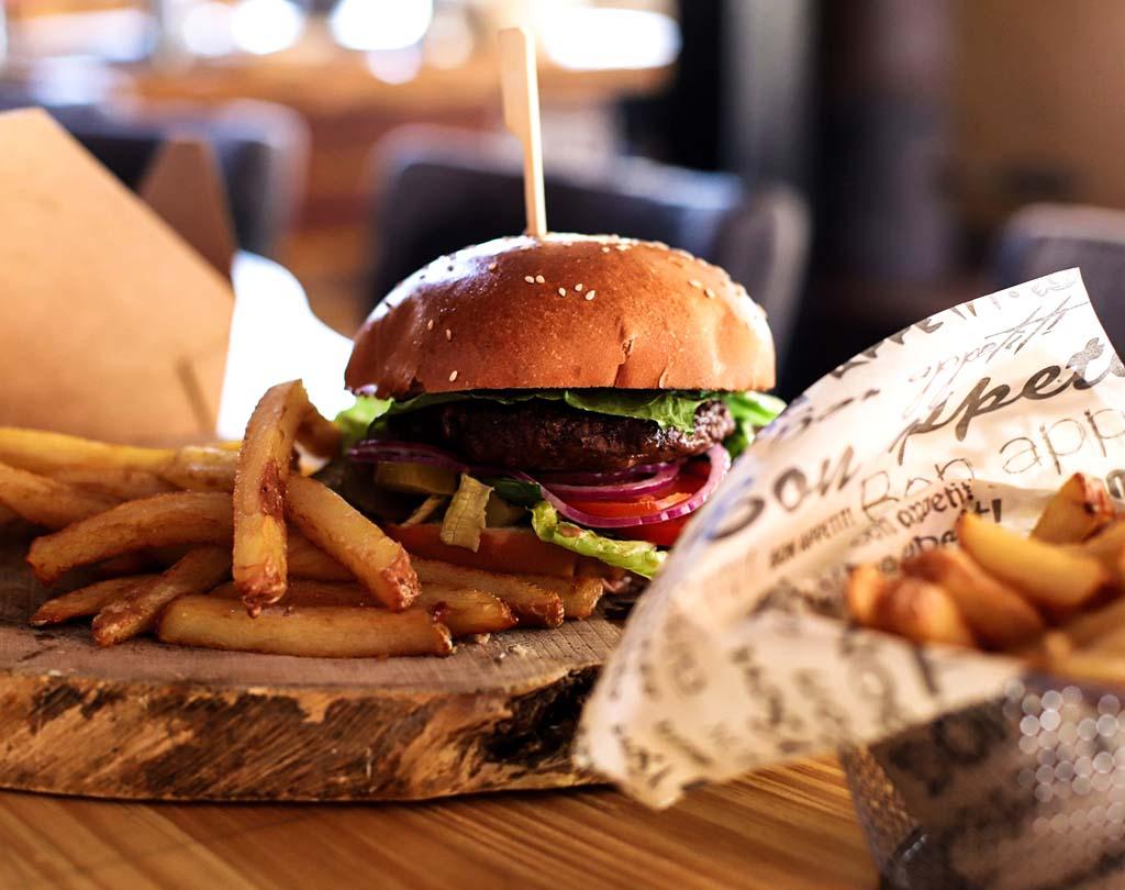 דודים ביסטרו בר תמונה של המבורגר